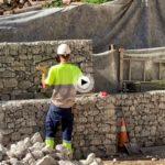 Sobre el túnel del pasaje de Peña están en obras