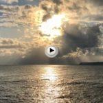 Martes… Así intentaba el sol encontrar un hueco entre las nubes