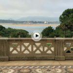 Desde la terraza del palacio y con vistas a la bahía