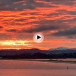 El amanecer de hoy de regalo de reyes: cielos rojos y montañas nevadas