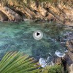 La playa de los Molinucos cubierta por las aguas del Cantábrico
