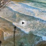 Así están llegando hoy las olasa la playa de Mataleñas