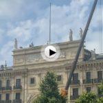 Las estatuas del banco de Santander se toman unas vacaciones