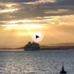 Sábado y de pronto apareció un crucero en la bahía: elAmera