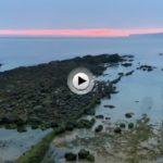 La falta de arena en esta zona del Sardinero deja al descubierto todas esas lastras