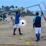 Bajo la lluvia, ambiente futbolero en el Sardinero